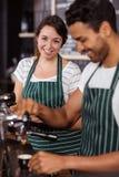 Усмехаясь работа baristas Стоковая Фотография