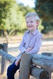 Усмехаясь ребенк в парке Стоковые Фотографии RF