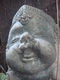 Усмехаясь скульптура мальчика Стоковые Фото