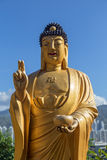 Усмехаясь статуя Будды на 10 тысяч монастыре Buddhas Стоковое Изображение