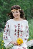 Усмехаясь славянская девушка Стоковое Изображение RF