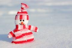 Усмехаясь striped снеговик Стоковые Изображения RF