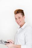 Усмехаясь vivacious женщина с современным стилем причёсок стоковые изображения rf