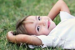 Усмешка маленькой девочки стоковое фото rf