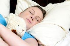 уснувше упали детеныши девушки Стоковое фото RF
