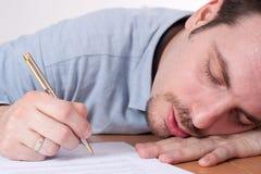 уснувшие подряды упали детеныши человека подписывая Стоковое Изображение RF