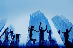 Успеха достижения бизнесмены концепции города стоковое фото