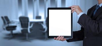 Успех бизнесмена работая с пустым планшетом его доска Стоковое фото RF