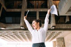 Успех в бизнесе выигрыша торжества победы успеха стоковое изображение rf