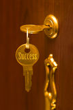 успех золотистого ключа Стоковая Фотография