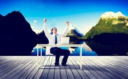 Успех назначения перемещения бизнесмена работая ослабляет концепцию Стоковые Фотографии RF
