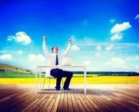 Успех назначения перемещения бизнесмена работая ослабляет концепцию Стоковая Фотография RF
