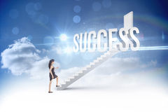 Успех против шагов водя к закрытой двери в небе Стоковая Фотография