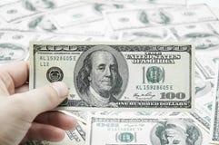 успех расчетного дня дег руки greenbacks Стоковое Изображение RF