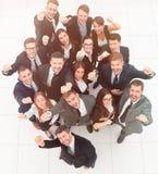 успех результатов диаграммы принципиальной схемы бизнесменов руки повышения команды дела и смотреть камеру Стоковая Фотография RF