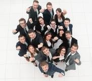 успех результатов диаграммы принципиальной схемы бизнесменов многочисленная триумфальная команда дела Стоковые Фотографии RF