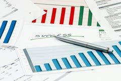 Успех с диаграммами и диаграммами с ручкой Стоковое Фото