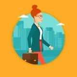 Успешная бизнес-леди идя с портфелем Стоковые Изображения RF