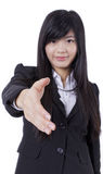 Успешная бизнес-леди протягивает вне ее руку Стоковые Изображения