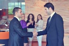 Успешная группа в составе бизнесмены на офисе Стоковые Изображения RF