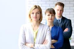 Успешная группа в составе бизнесмены на офисе Стоковая Фотография