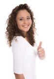 Успешная милая усмехаясь молодая женщина изолированная с большим пальцем руки вверх по ove стоковые изображения