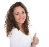 Успешная милая усмехаясь молодая женщина изолированная с большим пальцем руки вверх по ove стоковое изображение