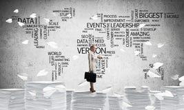 Успешная уверенно бизнес-леди в костюме Стоковая Фотография RF