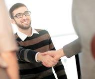 Успешные бизнесмены тряся руки друг с другом двойник Стоковые Фотографии RF