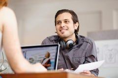 Успешные молодые руководители бизнеса встречая на офисе Стоковые Изображения RF