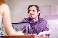 Успешные молодые руководители бизнеса встречая на офисе Стоковая Фотография