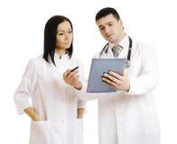 Успешные доктора используя совместно сенсорную панель - Изображение запаса Стоковые Изображения RF