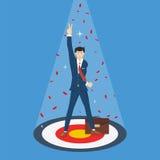 Успешный бизнесмен стоя на цели с жестом рукой номер два, концепция успеха прорыва дела Стоковое фото RF