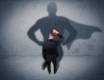 Успешный бизнесмен с тенью супергероя стоковое фото rf