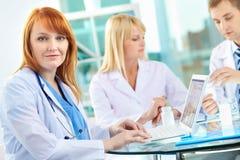 Успешный врач-клиницист Стоковая Фотография RF