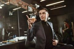 Успешный клиент парикмахерскаи Стоковое Фото