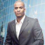 Успешный молодой африканский бизнесмен Стоковые Изображения RF