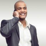 Успешный молодой африканский бизнесмен стоковое изображение