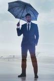 Успешный мужской менеджер представляя около воздушных судн Стоковая Фотография