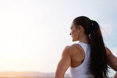 Успешный сильный женский спортсмен фитнеса стоковые изображения rf