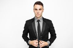Успешный человек в черном костюме, бизнесмен представляя на whit стоковые фотографии rf