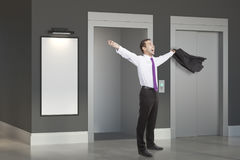 Успешный человек в комнате с подъемом Стоковые Изображения