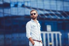 Успешный человек в стильной рубашке Стоковая Фотография