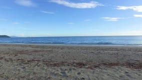 Устанавливать красивый голубой пляж сток-видео
