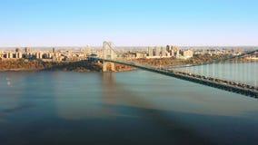 Устанавливать съемку трутня с мостом Джорджа Вашингтона сток-видео