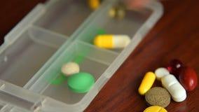 Устанавливать медицины в случай пилюльки сток-видео