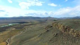 Устанавливать трутня природы горы съемки красивого снял в величественных горах top панорама вид с воздуха Муха сверх акции видеоматериалы
