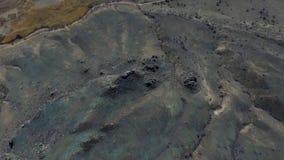 Устанавливать трутня природы горы съемки красивого снял в величественных горах top панорама вид с воздуха Муха сверх видеоматериал