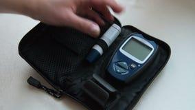 Устанавливающ glucometer и приборы в случай после уровня сахара в крови испытайте сток-видео