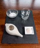 Установите для носовой чистки с баком neti, ayurvedic системой медицины стоковые фото
